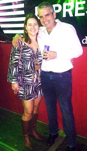 No camarote Express do Fest Country, Luciana Tavares e Roberto, com looks Express
