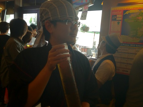 シリンダーでビールを飲む@goryugoさん