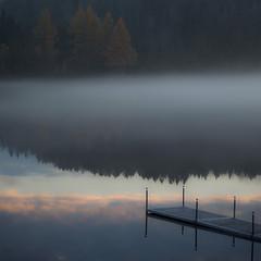 Dernier reflet de montagne... nuage sous quai....