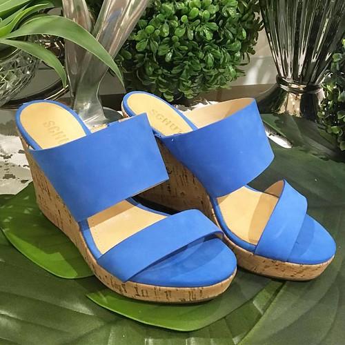 Azul nos pés das Schutzlovers para o Verão