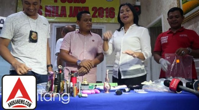 #Gosip Top :Alat Bantu Seks di Rumah Gatot Brajamusti, Untuk Apa?