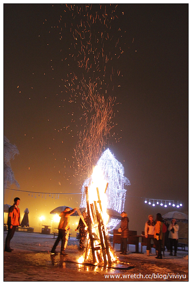 [成都]西岭雪山之映雪酒店~夜晚營火活動團康時間到 @VIVIYU小世界