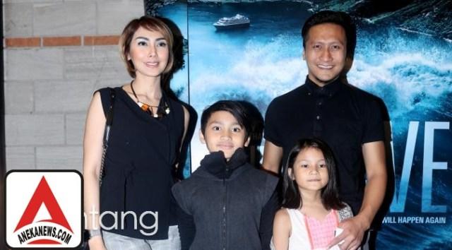#Gosip Top :Melahirkan, Fenita dan Arie Untung Belum Berikan Nama Anak Ketiga