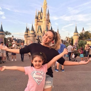 Youtuber aos 5, filha de Jayme Monjardim e Tania Mara manda em seus vídeos