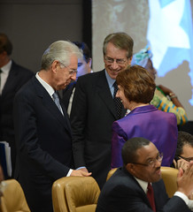 Ashton speaks with Italian PM Mario Monti & Fo...