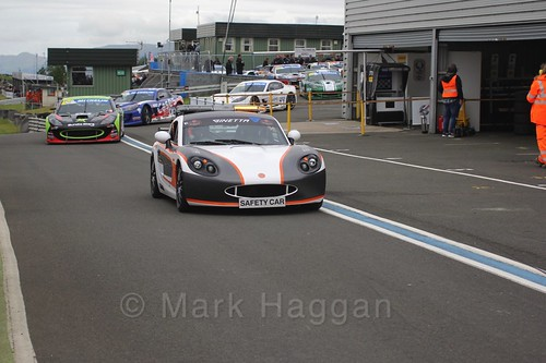 The Safety Car leads the Ginetta GT4 Supercup drivers on to the track at the BTCC Knockhill Weekend 2016
