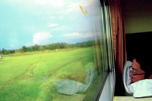 รีวิว รถไฟไทย เชียงใหม่-กรุงเทพฯ ด่วนพิเศษ 13 / 14 JR West Blue Train
