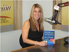 "Maria Marin - Libro • <a style=""font-size:0.8em;"" href=""http://www.flickr.com/photos/88683916@N03/8091033960/"" target=""_blank"">View on Flickr</a>"