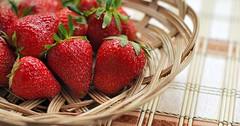 """Die Erdbeere. Die Erdbeeren. Ein Körbchen mit Erdbeeren. • <a style=""""font-size:0.8em;"""" href=""""http://www.flickr.com/photos/42554185@N00/28644506572/"""" target=""""_blank"""">View on Flickr</a>"""