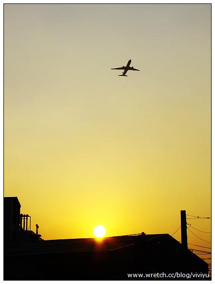 [桃園.旅遊]坑口村.彩繪村~隨處皆可拍.飛機劃過天際 @VIVIYU小世界
