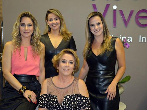 Cybelle com a mãe, Rosinha Barros, e as irmãs Cyntia, fisioterapeuta, e Juliana, psiquiatra