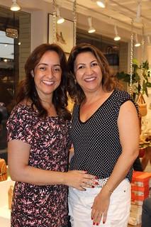 Solange, à direita, com amiga