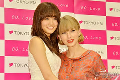"""Atsuko Maeda & Taylor Swift 2 • <a style=""""font-size:0.8em;"""" href=""""http://www.flickr.com/photos/66379360@N02/8249207436/"""" target=""""_blank"""">View on Flickr</a>"""