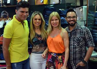 Diego Maranhão e Elton Ramos ladeiam Kelly e Glória