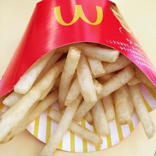 想不到麥當當也有路邊攤的情節..... 邊吃邊流汗....天啊!
