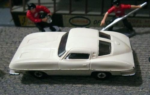 31 Aurora Thunderjet Corvette 63-2