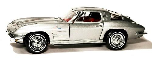 33 Ertl Corvette 63 1-18