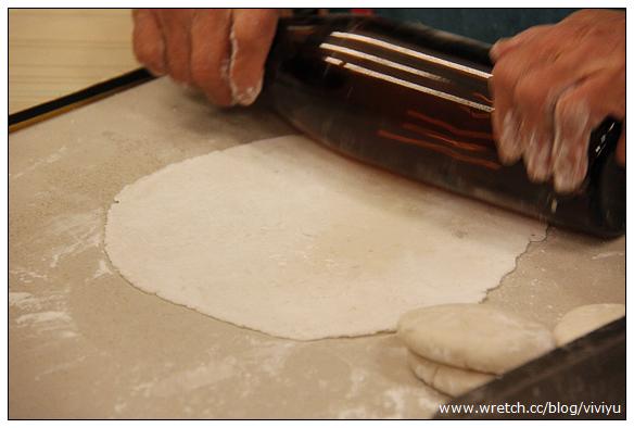 [馬祖]阿婆魚麵.體驗手作魚麵DIY~拿著酒瓶捍麵趣 @VIVIYU小世界