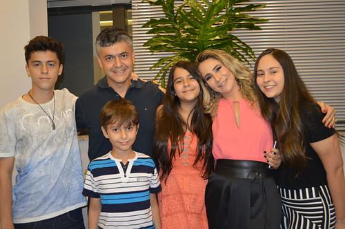 Marco Antônio e Cybelle com os filhos João Victor, Henrique, Giovanna e Júlia