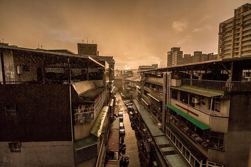 2016/9/13 莫蘭蒂颱風來臨前-2|隨著太陽下山開始下起了雨