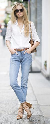 Eles amam jeans-camisa-salto alto
