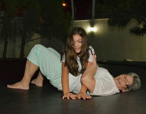 Mariana e a vovó, entre brincadeiras e gargalhadas
