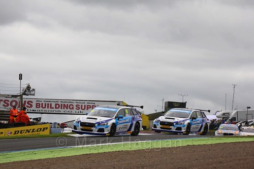 Jason Plato and Colin Turkington in BTCC race 2 during the Knockhill Weekend 2016