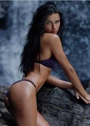 Com sotaque, Adriana Lima diz que carreira de modelo não é só glamour