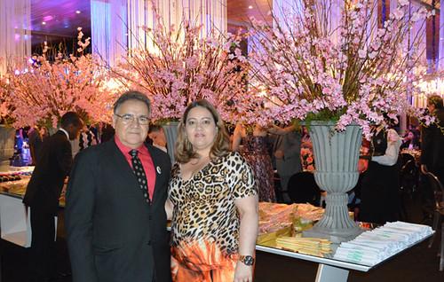 Atlair Pereira e Sandra, comandando o Forno & Fogão