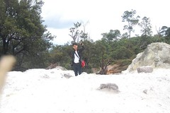 traveller goes to kawah ratu