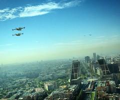 Nos atacan! #aviones #diahispanidad2016 #cuatrotorres #madrid #torrecepsa