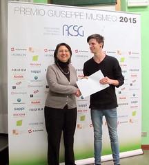 Alessio Abrate riceve il premio da Dott.ssa Ester Crisanti