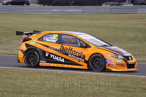 Gordon Shedden in Touring Car action during the BTCC 2016 Weekend at Snetterton