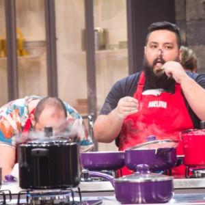 Buddy Valastro desafia participantes a cozinharem sem sentirem o cheiro