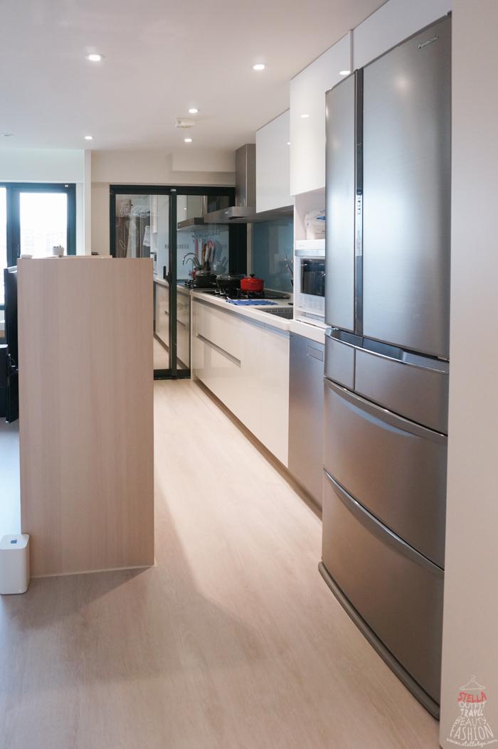 costco kitchen remodel how to refinish sink 裝潢改造 現代簡約感挑高客廳 實用廚房 小空間也能樣樣齊全 stella 雖然我理想的廚房要有個美美的中島 但受限於家裡小 只好先作罷