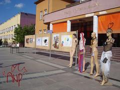 Mannequininfrontoftheater3