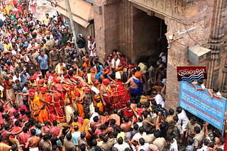 http://bit.ly/1bBy5dd Utardwar of Lord JAgaanth Temple, Daru Sagadi is in procession to enter temple
