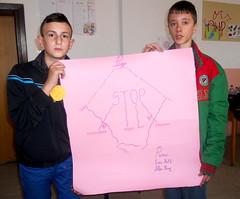 Kids Presenting Peace Plakat 3