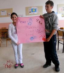 Kids Presenting Peace Plakat 5