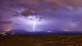 Anoche durante la enorme tormenta un rayo cayó entre Bedmar y Albanchez de Mágina
