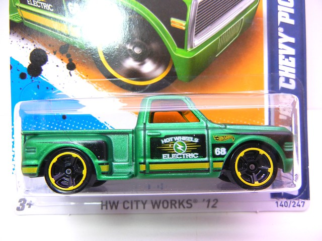 hot wheels custom '69 chevy pickup green  (2)