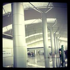 ส่วน check-in space ของสนามบินมักมีช่วง span เสาที่กว้าง เพราะต้องการพื้นที่กว้างมากๆ #PomVN