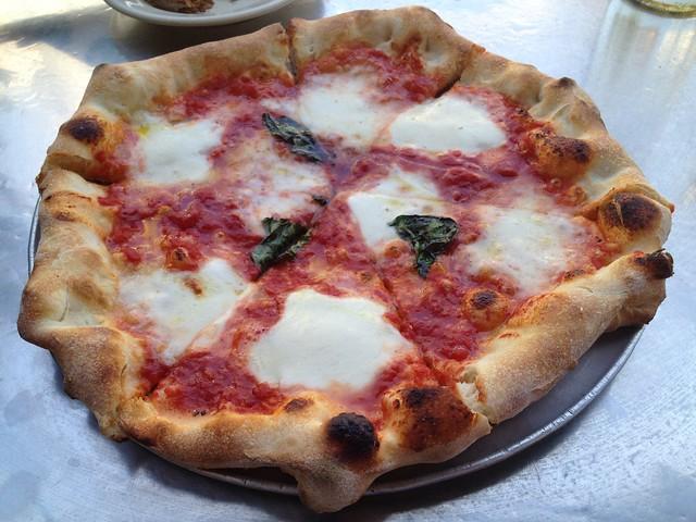 Pizza margherita - Pizzeria Delfina