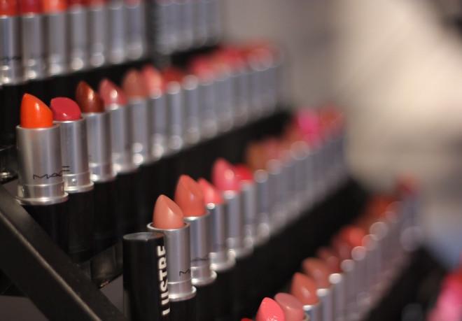 batom lipstick MAC stand