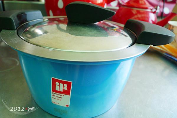 《小HOTAPN做小菜》涼拌雞絲小黃瓜(內有超嫩雞絲作法) @ --小比隨便說 -- - :: 痞客邦
