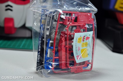 1-200 RX-78-2 Nissin Cup Gunpla 2011 OOTB Unboxing Review (12)