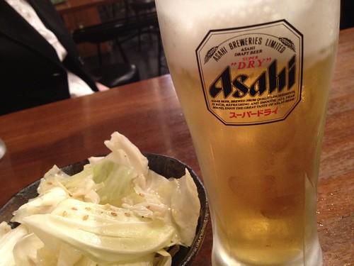 生ビールとお通しのキャベツ@一代目とんとん侍 三軒茶屋店