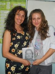 regalando mi poemario Madre  a Svetlana