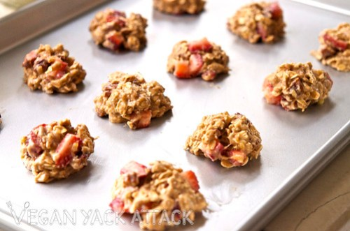 Delicious strawberry banana nut oatmeal cookies that you can eat at any time of the day, without guilt! It's your new, favorite breakfast snack.