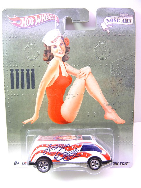 hot wheels nostalgia pin ups van xgw (1)